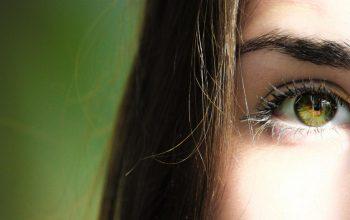 Cara Memanjangkan Bulu Mata dengan Bahan Alami